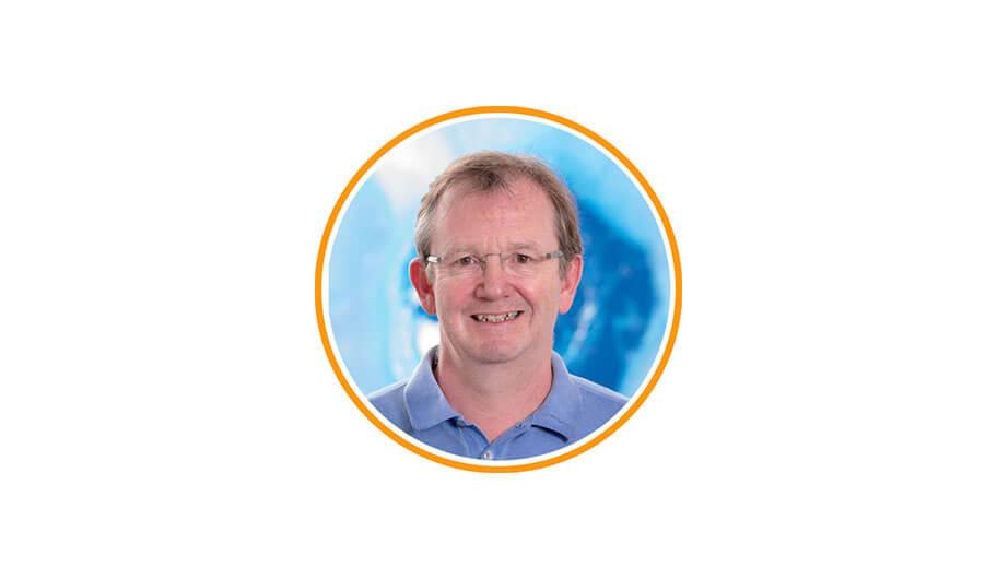 Dr. Stefan Trobos ist Facharzt für Orthopädie und orthopädische Chirurgie. Dr. Trobos befürwortet die Fußreflexzonen Stimulation mit den Full Balance Produkten