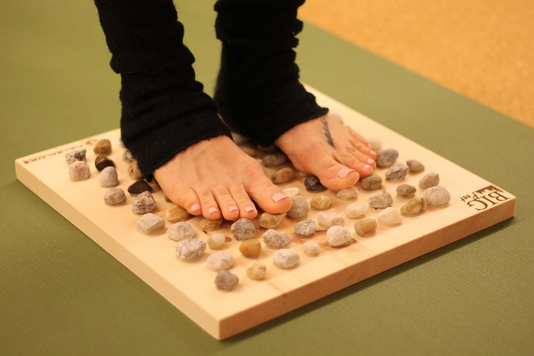 Fußreflexzonenmassage Brett Big Foot Natur Zirbe