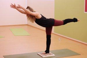 Yoga mit Kathrin und Fußreflexzonenmassage Brett Big Foot