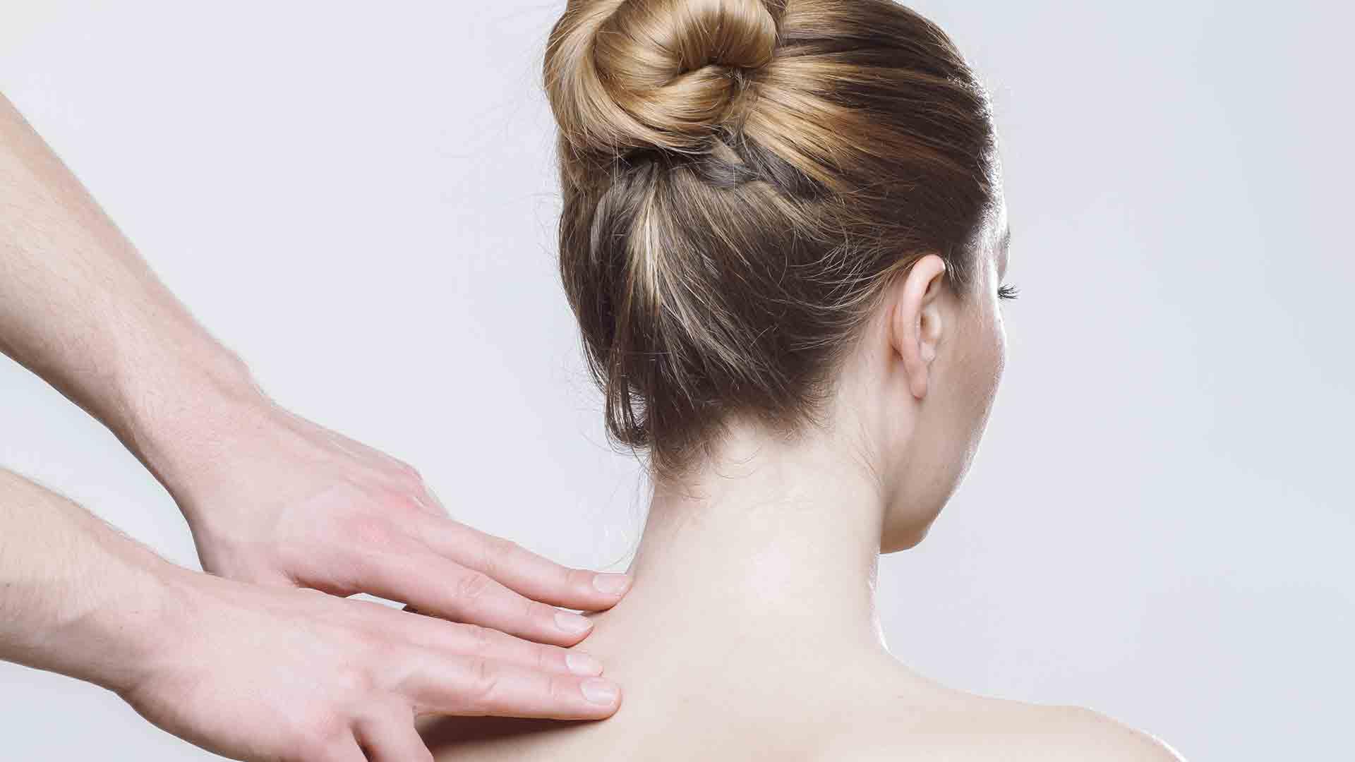 Nackenschmerzen mit Fußmassage lindern
